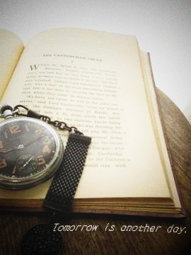 古い本 懐中時計と…