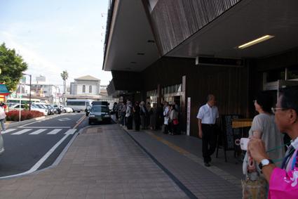 駅前の観客