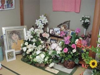 童話原画展花に囲まれた祭壇