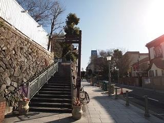 20130312ライン道路から階段