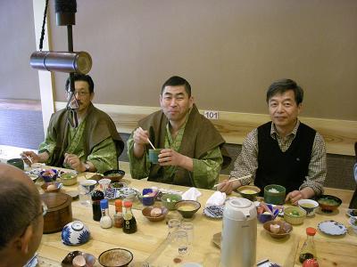 朝食 (中央に 桂 南光 様)