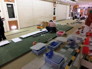 小田原駅の設営の様子