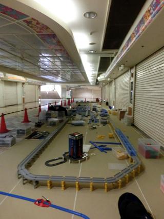 新幹線レイアウトの設営の様子