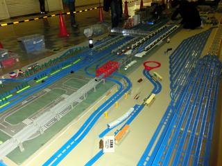 完成した小田原駅と東海道線と新幹線のヤード