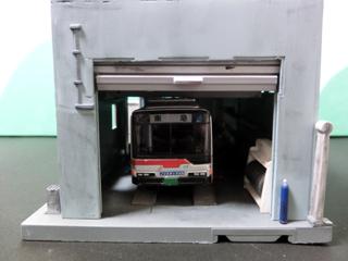 東急バスを置いた工場棟 正面から