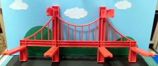 ジョイント部品と吊り橋部品片側分を組んだ様子