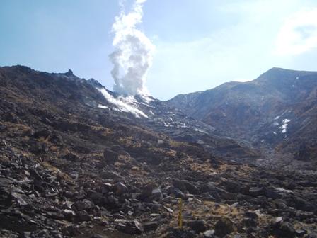 硫黄山の噴煙CIMG0226