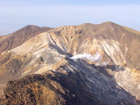 西峰から星生と硫黄山P1011916