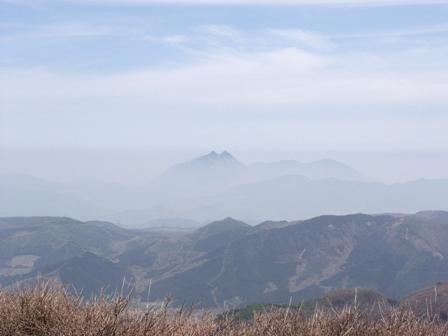 南峰から由布岳遠望P1012002