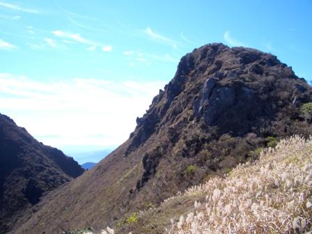 お鉢巡り途中から西峰山頂CIMG0198
