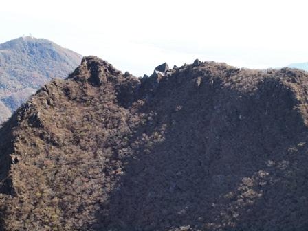 お鉢巡り東峰への稜線PB041946