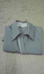 グレーシャツ