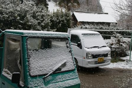 2010.2.18 軽トラにも雪
