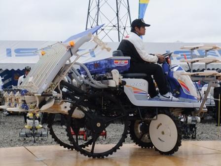 2010.10.31JA農機具展示会 005