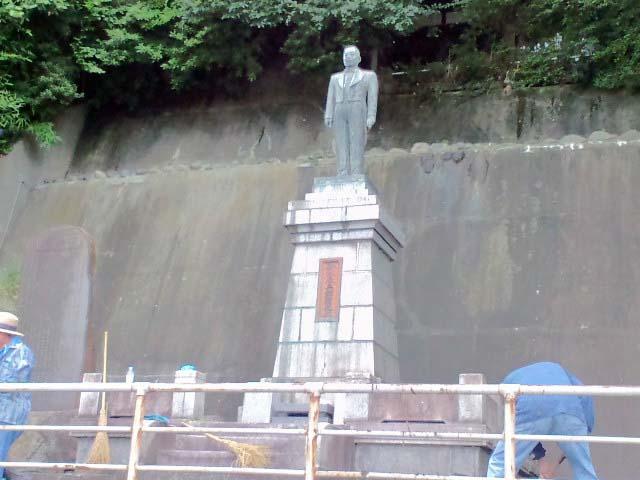 鈴木辰三郎銅像