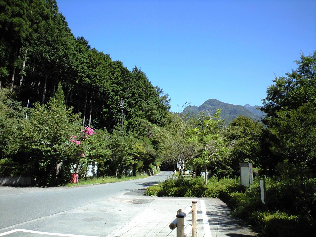 中津川バス停前の様子