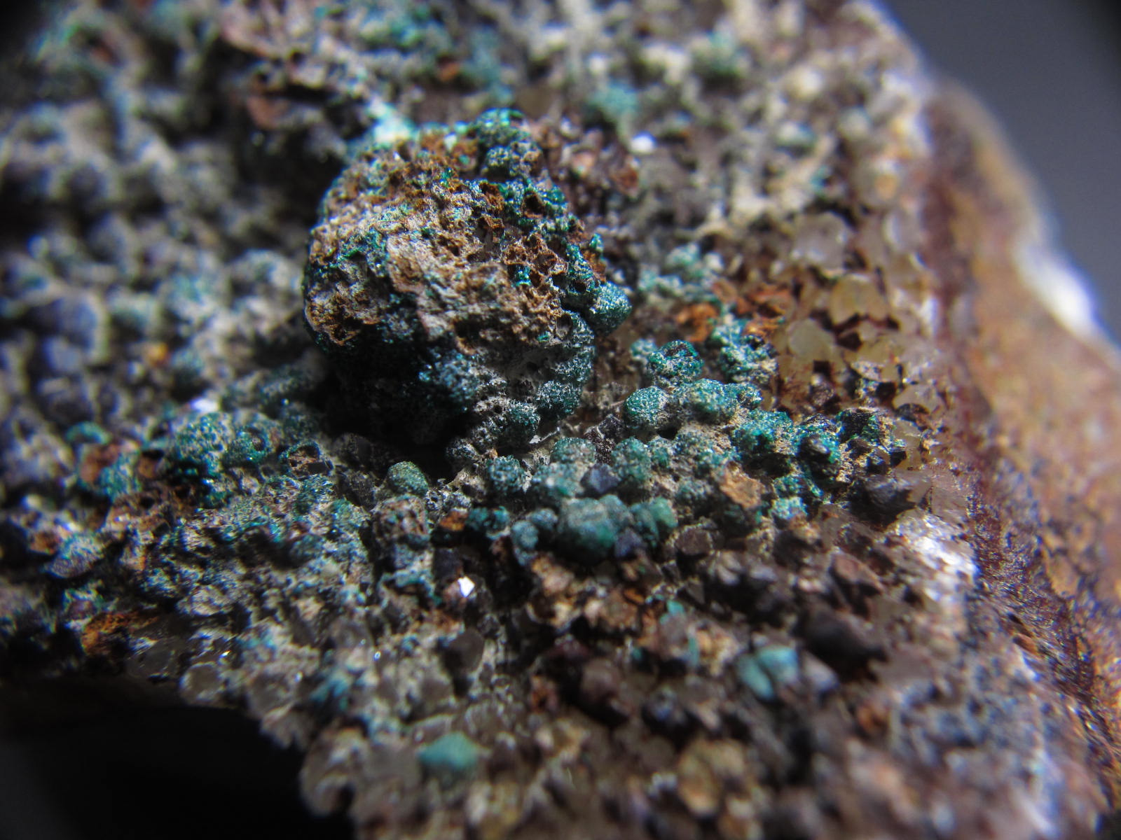 Brochantiteブロシャン銅鉱2