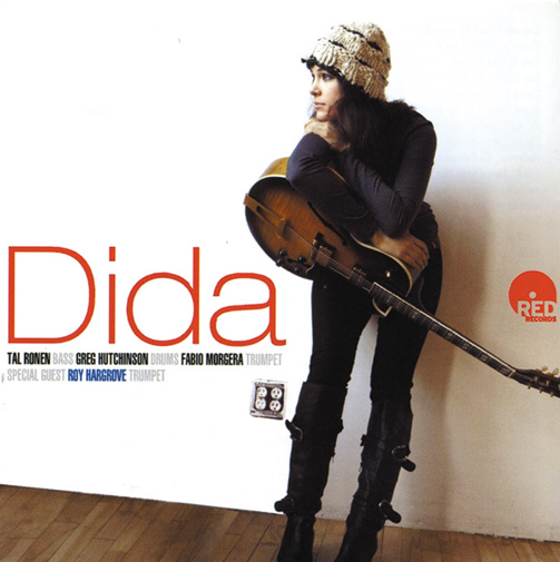 Plays And Sings Dida Pelled