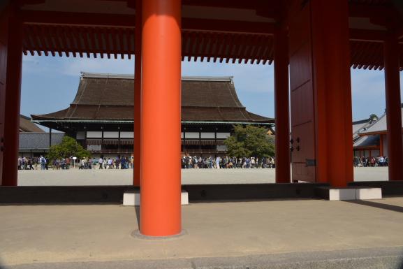 承明門から紫宸殿を望む