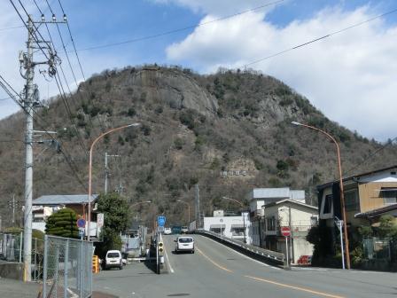 郡内ツアー 南から見る岩殿山