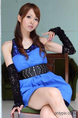 Watch-2010-No-07-Photogenic-Weekend-Momoka-Narushima.jpg