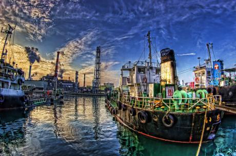 東亜石油京浜製油所と油槽船