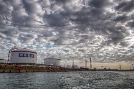 鹿島臨海工業地帯の海からの眺め