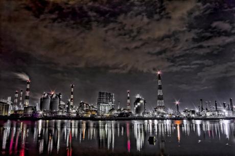 水島コンビナートのプラント夜景