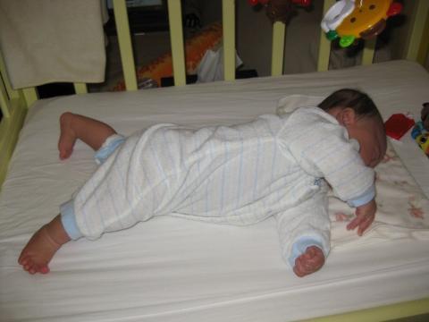 寝返りの練習2