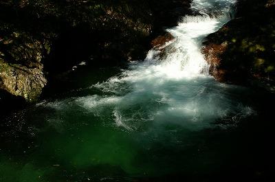伏伸の滝64