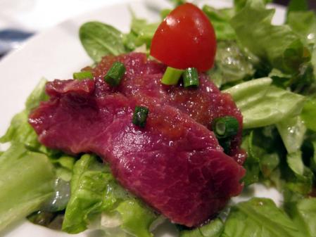 2.馬肉のサラダ仕立て