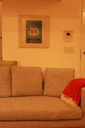 リンドベリ ベルサ ポスター ソファーの壁