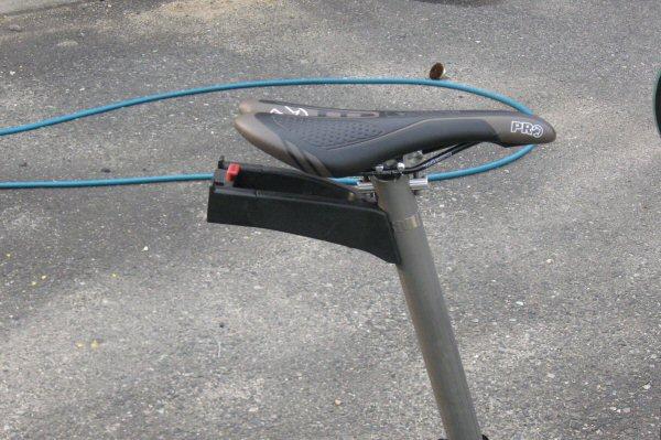 自転車の 自転車 ライト 固定 自作 : サドルとリクセンのアダプタを ...
