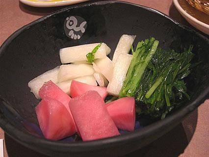 釜飯と串焼 とりでん 弘前土手町店 漬物三種盛り(水菜、赤かぶ、ゆず大根)(368円)