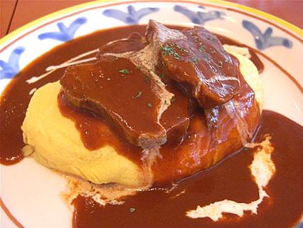 オムライスレストラン 金の卵 煮込み牛タンのオム デミソース(840円)