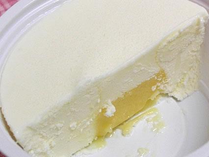 森永製菓 カマンベールチーズアイス 断面