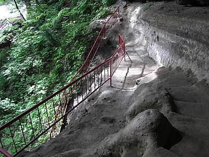 乳穂ケ滝 不動尊へ向かう歩道-2