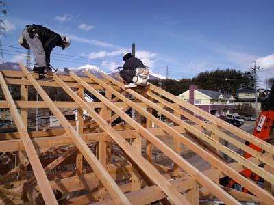 建前手伝い屋根上