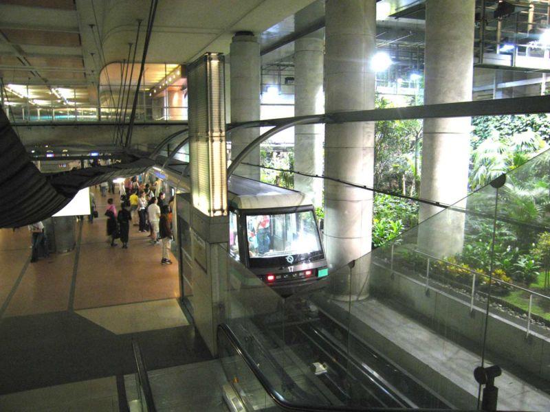 800px-Metro-Paris-ligne-14-statio.jpg