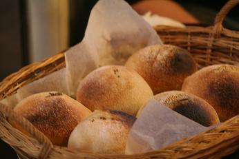 パン作りにワイワイ♪