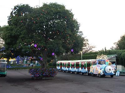 イルミネーションで飾られたファミリーバス