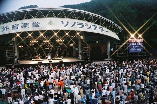 ツアー初日2013.8.31(土)岐阜:めいほう高原野外音楽堂 ソノラシアター(小)