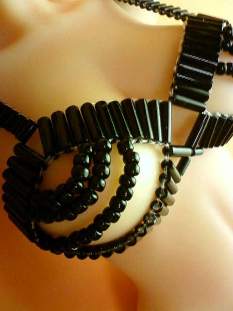 beads_brassiere_a.jpg