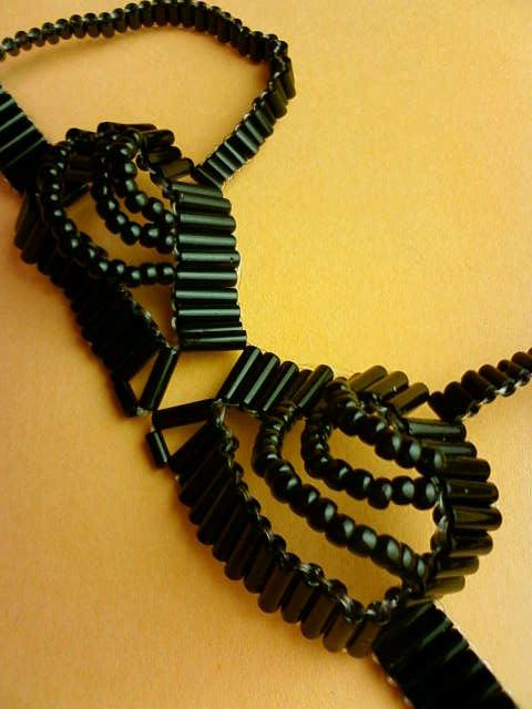 beads_brassiere_b.jpg