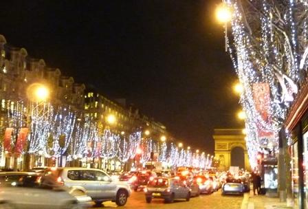パリ、シャンデリゼ通り
