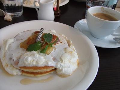 PAN CAKE CAFE CLOVER'((パンケーキカフェクローバーズ) バナナのパンケーキ