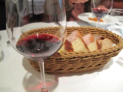 Lガーデン 赤ワインとパン