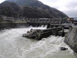 小田切ダム放水中