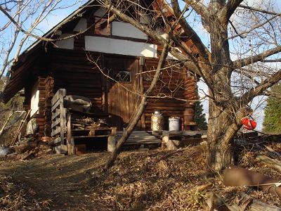 山小屋の入り口付近改修