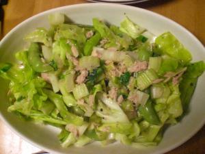 キャベツ・セロリとツナのサラダ